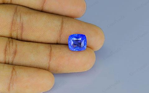 Blue Sapphire - 5.86 carats