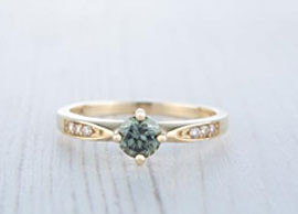 18K Yellow Gold Green Sapphire Ring