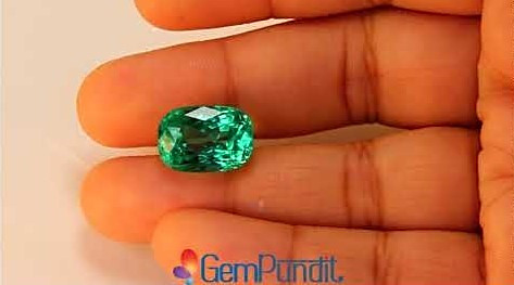 Gubellin certified natural Colombian emerald of 9.45 carats for sale at GemPundit