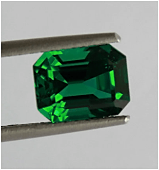 No oil emerald in vivid green hue
